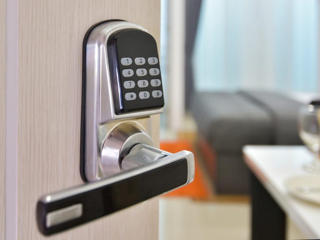 Lock with keypad